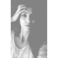 Siyah beyaz.