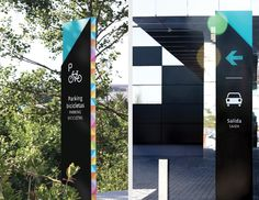 The Style Outlet, Wayfinding (Mayúscula brands) by Lucia Pigliapochi, via Behance Park Signage, Office Signage, Environmental Graphic Design, Environmental Graphics, Outdoor Logos, Architectural Signage, Wayfinding Signs, Sign System, Exterior Signage