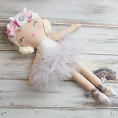 I adore all of her silvery loveliness. #spuncandydolls #handmadedolls #fabricdolls #clothdolls #dollsofinstagram #kidsdecor #etsyforkids #makersvillage #silvertutu #ballerinadolls #ballerinadoll