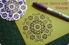 We love Sharpie markers! -- Sharpie stencil tutorial by alli_lucy Doilies Crafts, Paper Doilies, Crafty Craft, Crafty Projects, Sharpie Projects, Arte Sharpie, Fun Crafts, Arts And Crafts, Diy Y Manualidades
