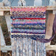 必要ない洋服や端切れを使って、形も自由に私だけのラグが簡単に作れる、手作りラグマットが海外で大人気なんです!