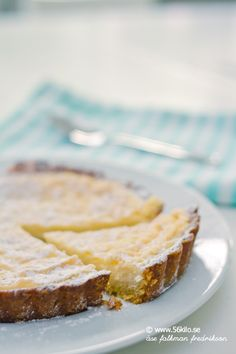 LCHF Lemon pie, low carb - in swedish Raw Food Recipes, Low Carb Recipes, Snack Recipes, Dessert Recipes, Snacks, Low Carb Sweets, Low Carb Desserts, Healthy Baking, Healthy Treats