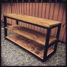 今回はアイアン風なテレビボードをDIYしました! 材料は何と木材だけ♡全て木材なので重さもさほどきにならないし、コストも抑えられ、そして簡単に作れるテレビボードです!一石何鳥なのでしょう?!(笑) 本物のアイアンはカッコイイですが、初心者にはなかなか手が出せません! そこで、今回は木材だけでアイアン風な雰囲気の出せる方法をまとめてみましたよ(^-^) Japanese Futon, Store Fixtures, Custom Furniture, Outdoor Furniture, Outdoor Decor, Room Interior, Decoration, Entryway Tables, Diy And Crafts