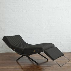 View this item and discover similar for sale at - Rare early adjustable lounge chair by Osvaldo Borsani, with single-piece back, two-point screws and non-demountable base. Manufactured by Tecno S. Furniture Making, Cool Furniture, Modern Furniture, Furniture Design, Lounge Seating, Lounge Chairs, Master Bedroom Makeover, Take A Seat, Modern Chairs