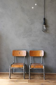 Love chairs too however this grey wash wall is fantastic mini chaises maternelle