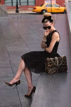 Top knot with bow, lace dress, leopard shoes and handbag - Atlantic-Pacific animalier, Fashion Hermans,