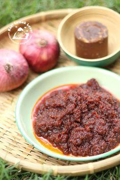 Nasi Lemak Lover: Easy Sweet Sambal with Gula Melaka<br> Spicy Recipes, Asian Recipes, Cooking Recipes, Healthy Recipes, Healthy Food, Malaysian Cuisine, Malaysian Food, Malaysian Recipes, Dressings