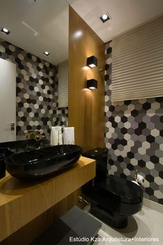 Very cool modern bathroom with hexagon tiles Bathroom Design Black, Bathroom, Lighted Bathroom Mirror, Black Bathroom, Bathroom Decor, Bathroom Design, Restroom Decor, Bathroom Tub, Modern Style Bathroom