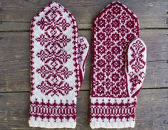Stickade vantar inspirerade av Ryssland och Ukraina Knit Slippers Free Pattern, Knitted Mittens Pattern, Knitted Slippers, Knit Mittens, Knitted Gloves, Knitting Socks, Knitted Bags, Knitting Charts, Knitting Stitches