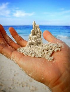 make miniature sand castles. this one is a magic sand castle. I Love The Beach, Ice Sculptures, Sand Art, Beach Crafts, Sand Crafts, Cork Crafts, Nature Crafts, Diy Crafts, Desktop Wallpapers