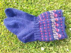 Vårsokken strikket i sterk. Gloves, Accessories, Fashion, Moda, Fashion Styles, Fashion Illustrations, Jewelry Accessories