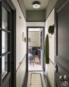 Графичный интерьер 18-метровой квартиры в Париже: работа Марианны Эвенну | Admagazine | AD Magazine