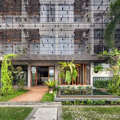 Completed in 2018 in Nakhon Si Thammarat, Thailand. Images by Spaceshift Studio. LaeKhon NonBai is a small hotel located at the central part of Nakhon Si Thammarat, one of the most ancient cities on the southern part of Thailand. Hotel Architecture, Amazing Architecture, Contemporary Architecture, Architecture Details, Arch Hotel, Landscape And Urbanism, Building Facade, Facade Design, Design Design