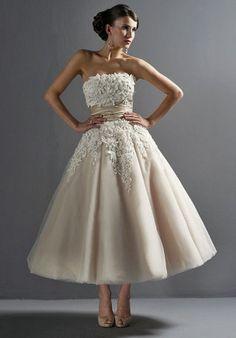 2013 NEW Winter/autumn Wedding dresses/nice lace wedding dress/short lace wedding gown/vintage wedding dress/ wedding  anniversary dress