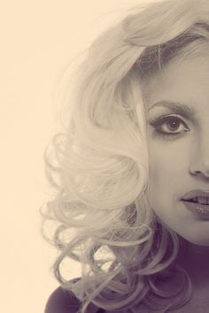 """LAdy Gaga. """"Let me be for you the Goddess that I know I truly am.""""       MC:3°05' Pisces"""