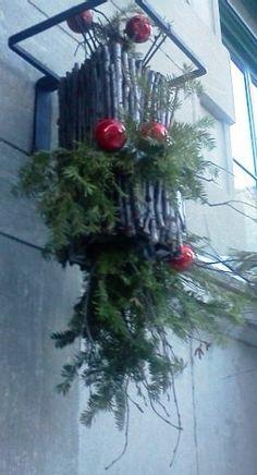 Balconnière de Noel en devanture d'un commerce du quartier Vieux-Québec de Québec, Noel 2012.