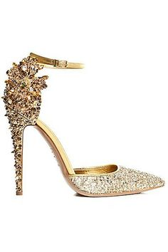 """Photo: Pinterest Want elegance as a fashion statement? Here is the perfect stiletto. A sense of style with elegance all wrapped up in one. Pure glamour & glitz. """"Valley of Stilettos.&#822…"""