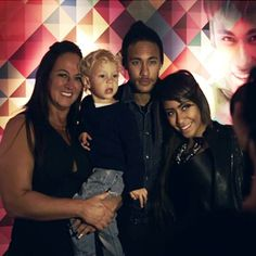Neymar mother, son & sister                                                                                                                                                                                 Más