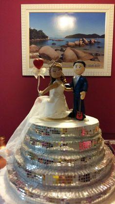 Topo de bolo  - Casal personalizado com bolo revestido com mini espelhos