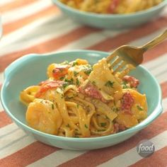 : Creamy, Garlicky Shrimp Skillet Give yourself one last gift: an easy dinner tonight. This super-quick and indulgent meal takes a slight left turn from the standard fettuccine Alfredo. Red peppers and paprika transform it from expected to spectacular. Fish Recipes, Seafood Recipes, Pasta Recipes, Great Recipes, Dinner Recipes, Cooking Recipes, Healthy Recipes, Cooking Tv, Skillet Cooking