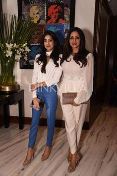 Sridevi and Jhanvi make a pretty picture at Manish Malhotra's bash for Suzy Menkes Bollywood Photos, Indian Bollywood, Bollywood Fashion, Bollywood Style, Bollywood Actors, Bollywood News, Girly Outfits, Cool Outfits, Casual Outfits
