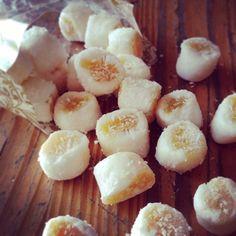 Bala de coco recheada de baba de moça da @danielleandrade_sweet_and_cake - que delícia gente! Me segura q eu to comendo tudo! #sweet #balade...