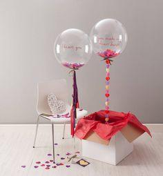 Caja con globo transparente con helio rellenas de confeti para un día de amor y amistad. #DecoracionAmorYAmistad