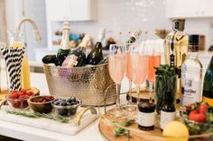 And let's be honest, any day is a good day for a champagne bar. I consider myself a champagne connoisseur because it's my preferred beverage of choice. So any excuse to pull out the bubbly is my type of party. Best Champagne, Champagne Brunch, Bar Drinks, Beverages, Gin Bar, Bar Cart Decor, Mimosa Bar, Wine Night, Brunch Party