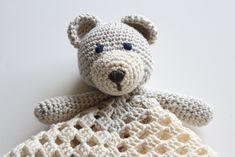 Crochet Hedgehog, Giraffe Crochet, Baby Gift Sets, Baby Gifts, Love Crochet, Crochet Baby, Snoopy The Dog, Easy Homemade Gifts, Baby Rag Quilts