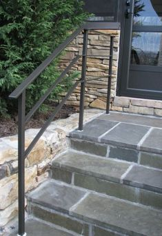 Most up-to-date Totally Free Wrought Iron handrail Tips Residence decorating by using wrought iron is really as sturdy currently as the wrought iron steel itself. Porch Step Railing, Porch Handrails, Exterior Stair Railing, Outdoor Stair Railing, Metal Handrails, Patio Stairs, Porch Steps, Railing Ideas, Banisters