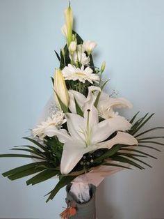 Egyszínű, fehér csokor liliommal Flower Arrangements, Plants, Gardening, Image, Decoration, Dekoration, Floral Arrangements, Garten, Lawn And Garden