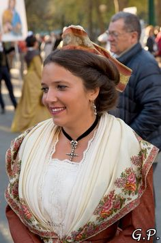 Provence, French Costume, Costumes Around The World, French Countryside, Folk Costume, Folklore, Traditional Outfits, Marie, Nice