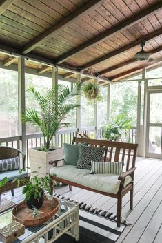 Screened Porch Designs, Screened Porch Decorating, Screened In Patio, Backyard Patio Designs, Deck Decorating, Porch Bar, Diy Porch, Porch Ideas, Back Deck Ideas