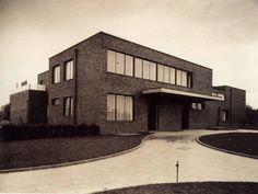 Haus Lange, Ansicht Nordosten, Ludwig Mies van der Rohe und Lilly Reich / Foto: Wilhelm Niemann, 1930 / © Berliner Bild-Bericht.