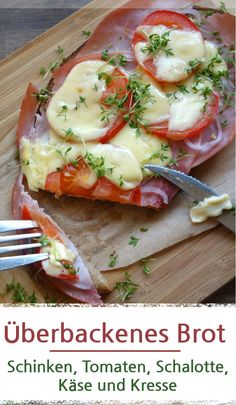 Überbackenes Brot mit Schinken und Tomaten Baked bread with ham and tomato Ingredients: Slice of bread Butter (no must) cooked ham Tomato shallot cheese, here [. Easy Pork Chop Recipes, Pork Recipes, Crockpot Recipes, Sandwich Recipes, Tea Recipes, Oven Pork Chops, Juicy Pork Chops, Pain Garni, Healthy Pork Chops