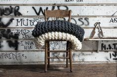 Love these chunky knit throws by Milo and Mitzy   http://www.beeldsteil.com/2013/08/chunky-knit-throw.html