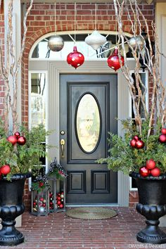 Christmas front porch, via dimplesandtangles.com