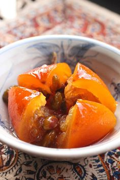 Whole candied oranges in Iranian style candied oranges and pistachios Fruit Recipes, Snack Recipes, Dessert Recipes, Snacks, No Cook Desserts, Sweet Desserts, Orange Dessert, Orange Confit, Cooking