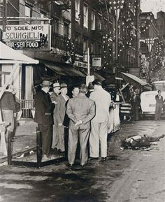 Weegee - Mob 'rubout', Little Italy, New York City Real Gangster, Mafia Gangster, Police Crime, Weegee, Mafia Families, Little Italy, Make Photo, Candid Photography, Urban Life
