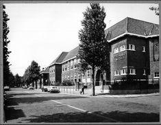 Schoolgebouw aan de Westfrankelandsestraat 152, gebouwd in 1928 voor de Dr.J.Th.de Visserschool.
