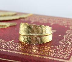 Handmade steampunk golden feather adjustable ring von BeautyandLuck, $3.99