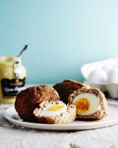Jättipullien sisältä paljastuu kananmuna!