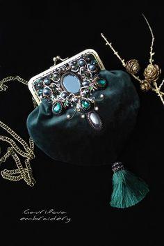 Vintage Purses, Vintage Bags, Vintage Handbags, Designer Purses And Handbags, Diy Bags Purses, Beaded Purses, Beaded Bags, 1930s Fashion, Fashion Vintage