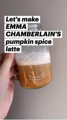 I Drink Coffee, Coffee Barista, Coffee Drinkers, Coffee Creamer, Coffee Art, Pumpkin Dishes, Pumpkin Recipes, Cocktail Drinks, Tea Drinks