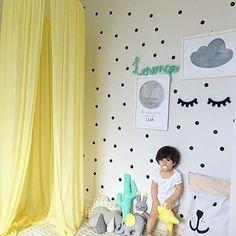 Resultado de imagem para quarto infantil com adesivo de bolinhas