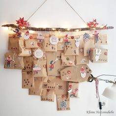 Wallhanging advent calendar with kraft paper bags - DIY Gifts Christmas Calendar, Printable Christmas Cards, Christmas Greeting Cards, Christmas Greetings, Homemade Advent Calendars, Diy Advent Calendar, Kids Calendar, Christmas Deco, Christmas Crafts