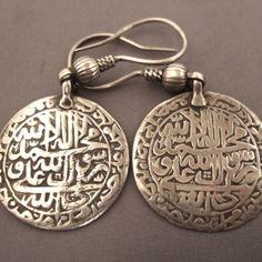 Joias Étnicas...  Estes brincos de Prata com inscrições islâmicas vêm de Orissa. Oryia muçulmanos são uma comunidade islâmica presente neste estado da Índia.