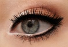 natural eye makeup with thick eyeliner & white eyeliner on the waterline