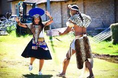 Wife and husband dance Zulu Traditional Wedding Dresses, Zulu Traditional Attire, South African Traditional Dresses, African Wedding Attire, African Attire, African Weddings, Zulu Wedding, African Print Fashion, African Prints