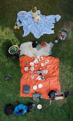PICNIC MOLON  Hypothetically, if an object is positioned at the focal point of the... - but does it float
